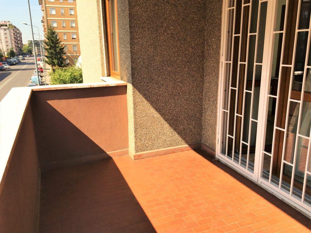 10-t309-balcone-sala1